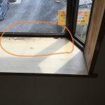 洋室 出窓 天板剥がれ箇所補修 フロアタイル貼りにて